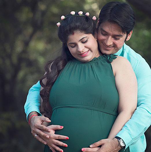 Pregnancy Photo Shoots in Noida