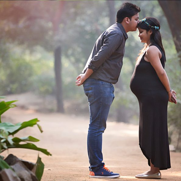 Maternity Photography by Little Stories